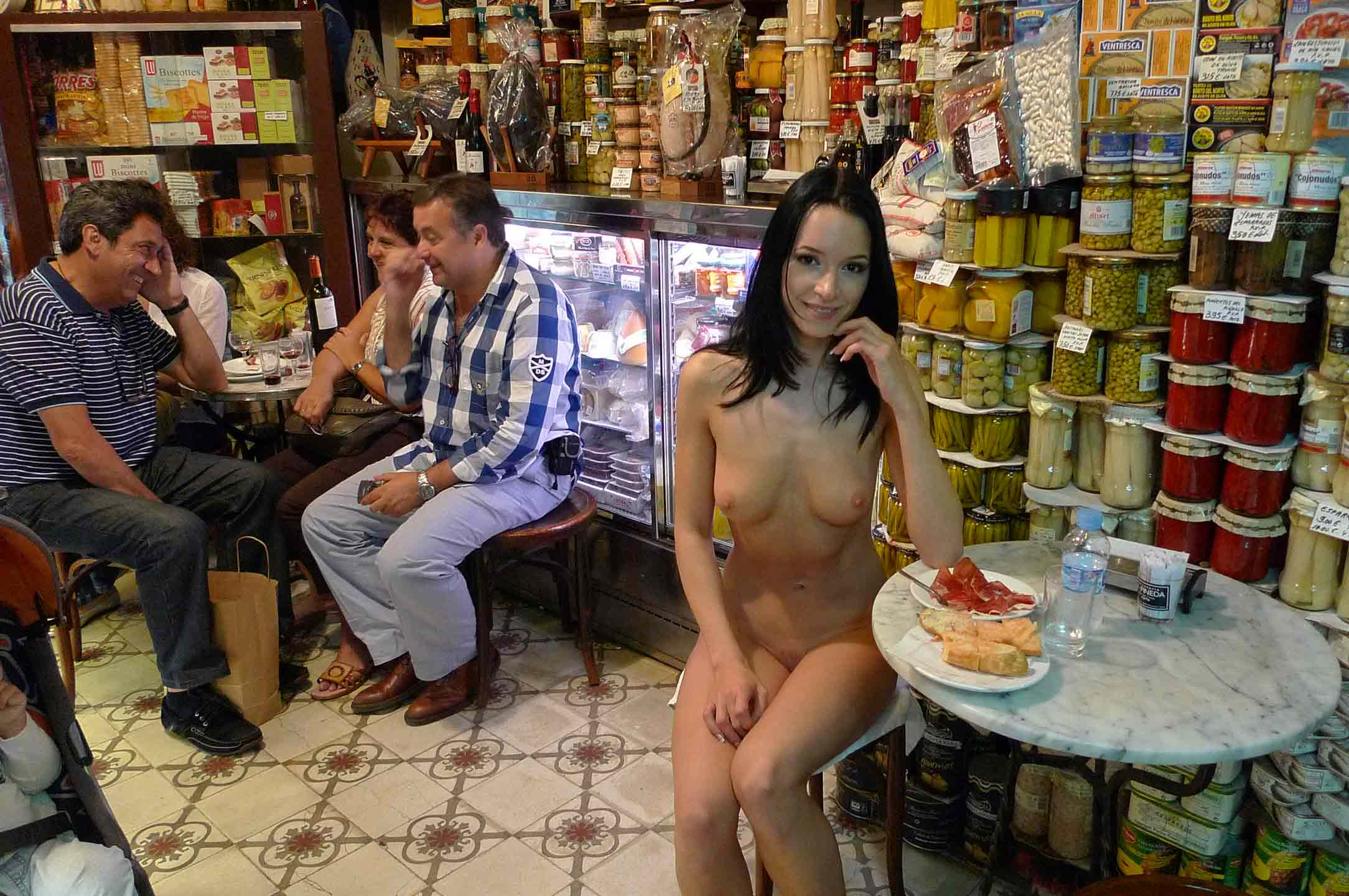 Images of naked girls - Gwen eating in a cafe
