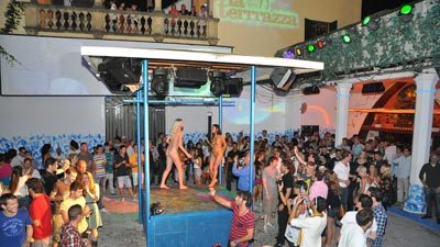 Nude girls partying
